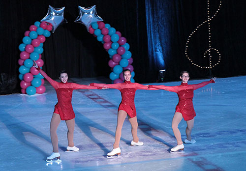 dfsc skaters performing in the ice show